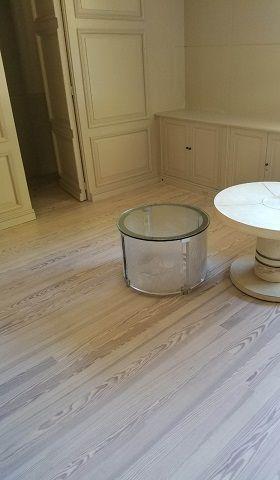 suelo-madera-habitacion acuchillado barnizado